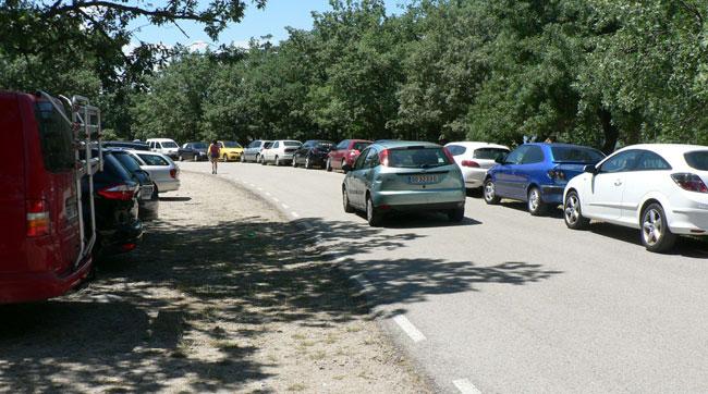Los coches se quedan sin sitio para aparcar en la Playa de Herreros