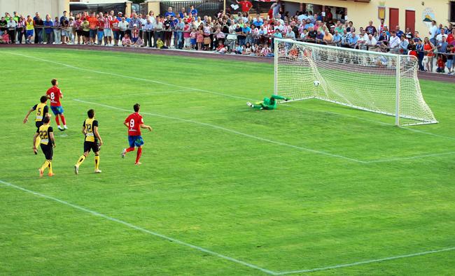 Palanca hace el segundo tanto para los rojillos de penalti.
