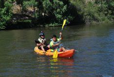 El Duero se tiñe de colores con el descenso de canoas desde Garray