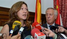La subdelegada junto con el director  de la prisión de Soria.