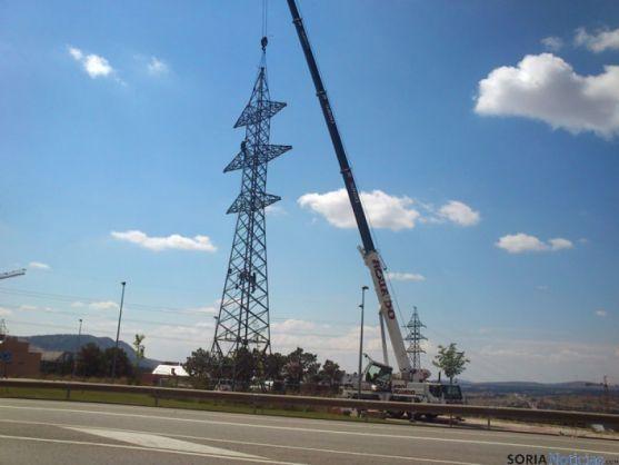 Torretas de alta tensión en Camaretas