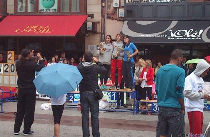 VI Exhibición salto de altura en la calle