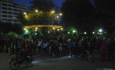 """300 personas """"cercan"""" el Árbol de la Música para pedir respeto a los ciclistas"""