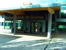 Entrada al centro social olvegueño.