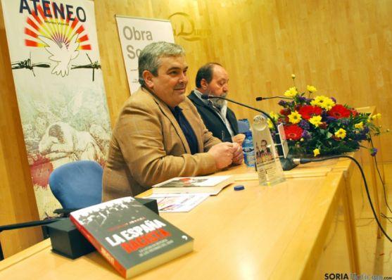 Esteban Ibarra, en primer término, junto a Manuel Madrid, de IU.