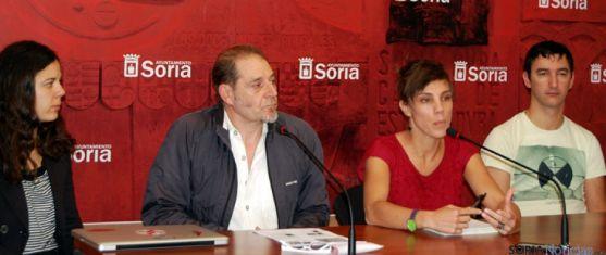 Regina (izda.), Muñiz, Andrés y Cuervo en la presentación del certamen.