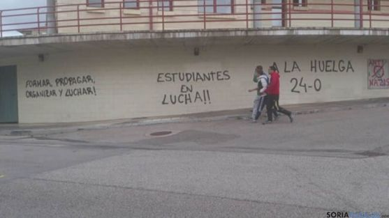 Pintadas a favor de la huelga de educación