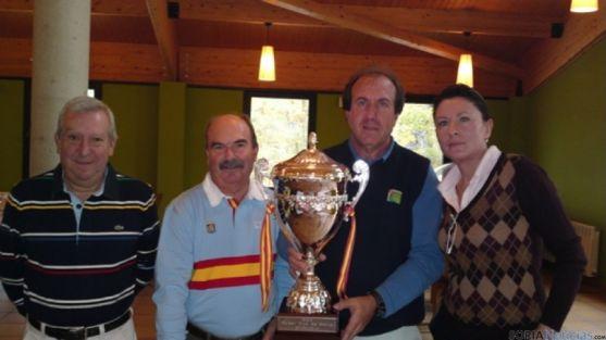 Ptes de los tres clubes y capitán del equipo ganador