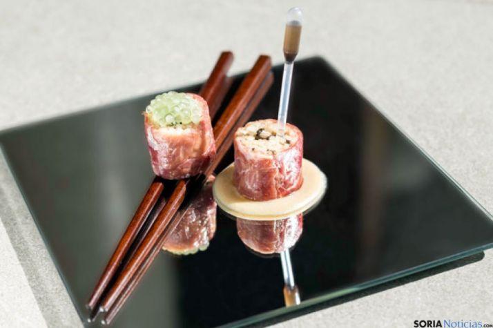 Tapa de risoto de boletus y jamón al estilo japonés