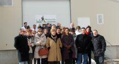 El grupo, en las instalaciones avícolas de La Cañada.