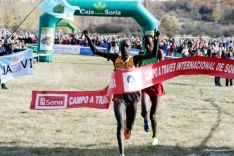 Huru Dickson y Alemayehu Bezabeh, en la meta