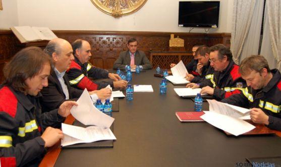 Firma del convenio con las asociaciones de bomberos voluntarios.