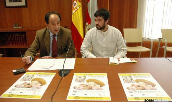 El delegado Manuel López y el restaurador Oscar García.
