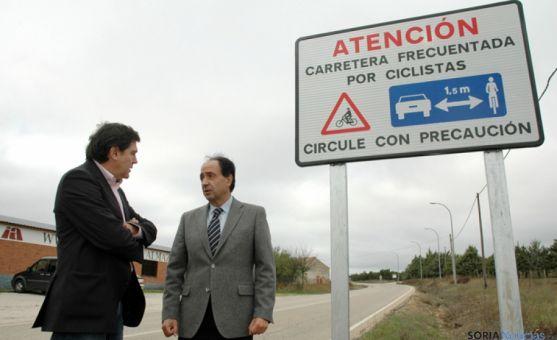 El delegado Manuel López (dcha.) con el jefe del Servicio Territorial de Fomento, Jesús Puerta.