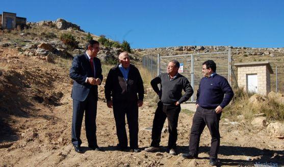 Pardo, (izda.), Casado, Mayo y Cacho en las cercanías del depósito de Dévanos.