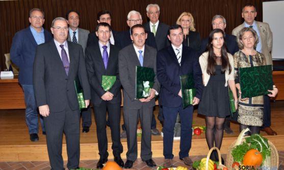 'Embajadores' de la Dieta Mediterránea, junto a autoridades institucionales, presidente de Caja Rural, director de la Fundación Científica Caja Rural y el director general de Alimentación del Ministerio