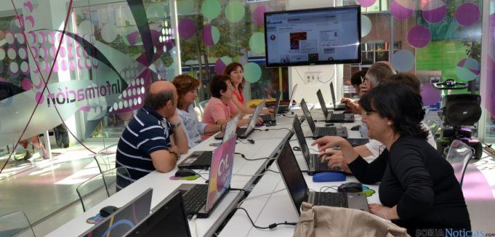 Usuarios sorianos en el Espacio CyL del Bécquer.