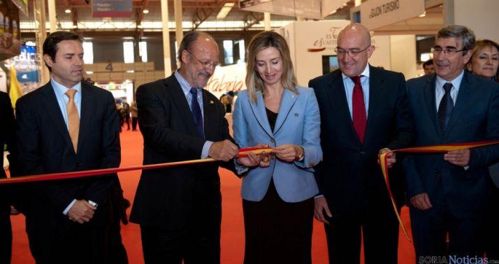 La consejera de Turismo, junto al alcalde pucelano en la apertura de INTUR 2014