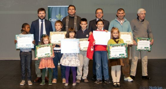 Los ganadores con patrocinadores y profesores.