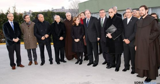 Gabinete del V Centenario de Santa Teresa, con Herrera en el centro.