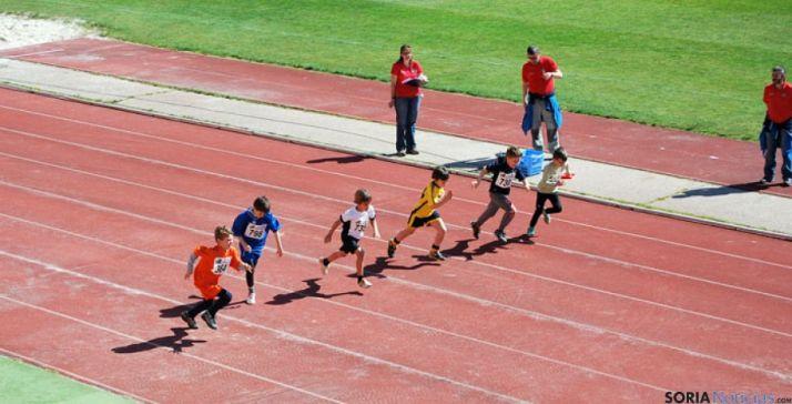 Competición atlética de escolares en Los Pajaritos.