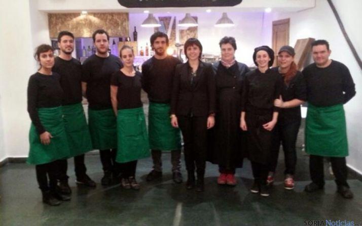 Equipo de cocina y camareros