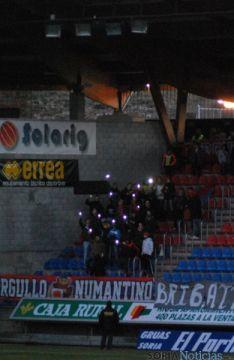 Aficionados dando luz con sus móviles