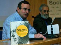 El libro junto a De Lózar y Molinero.