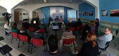 Imagen de la visita de FOES a la sede de El Hueco.