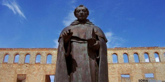 Estatua de Fray Tomás en Berlanga de Duero.