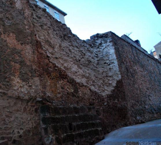 Tramo de la muralla desplomada en el Vergel.