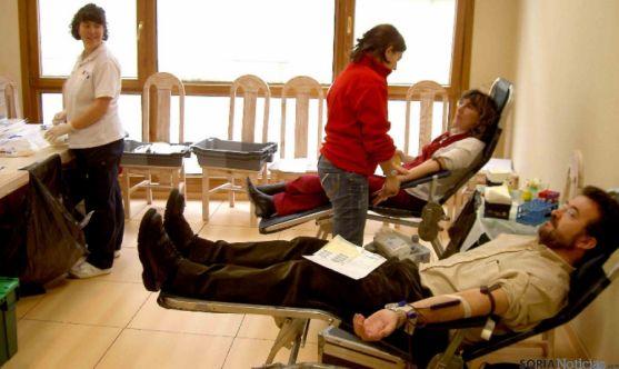Donantes de sangre en la Diputación.