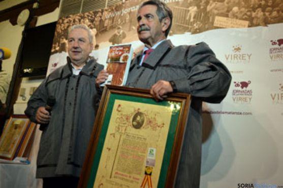 G.Martínez y Miguel A. Revillla, con el título de matancero y unos 'Torreznos de Soria'