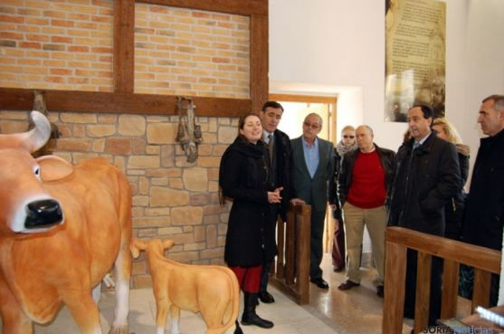 Autoridades en el centro de interpretación del Valle de la Mantequilla/ Dip.