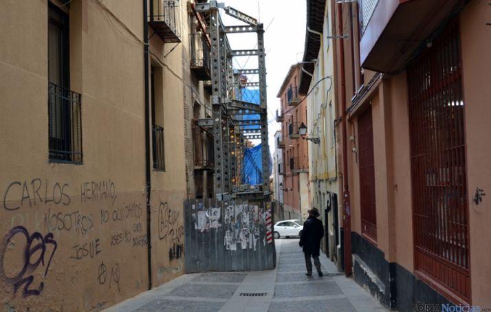 Imagen del andamio en la calle Zapatería.
