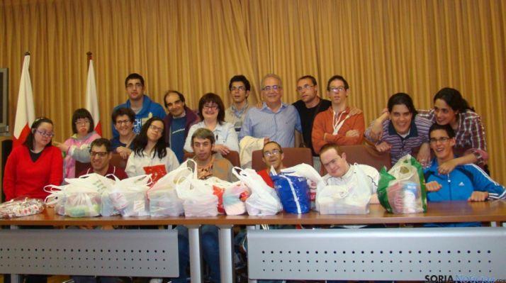 Los chicos de ANDE también donaron alimentos para Cruz Roja Soria.