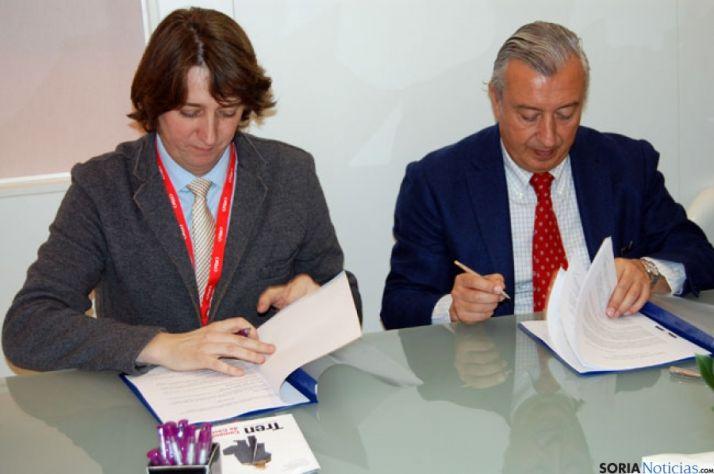 Carlos Martínez y Julio Gómez Pomar, en la firma