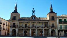 Fachada del ayuntamiento del Burgo.