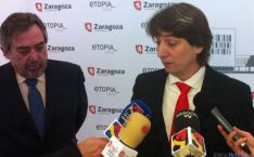 Mínguez (dcha.) con Belloch este jueves en Zaragoza.