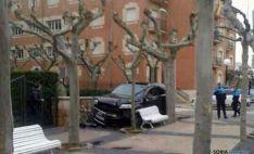 El vehículo accidentado, en la acera