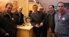 Estand de la Asociación Forestal de Soria, con Antonio Pardo y Manuel López