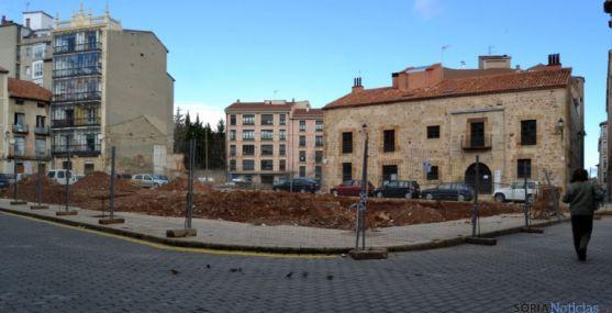Plaza del mercado donde se ve al fondo, en el centro el solar anexo.