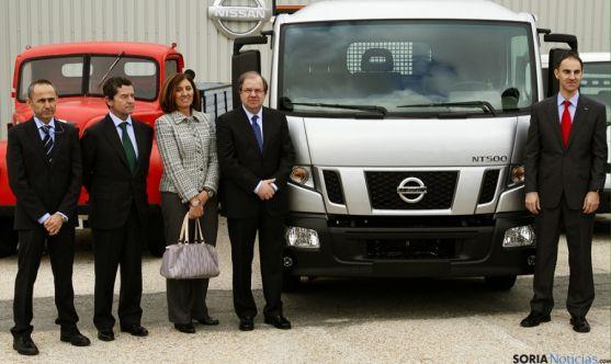 Herrera, segundo por la derecha, en la factoría de Nissan en Ávila.