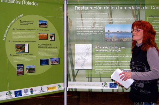 La concejala Ana María Calvo, en la muestra 'Cuidando las heridas'
