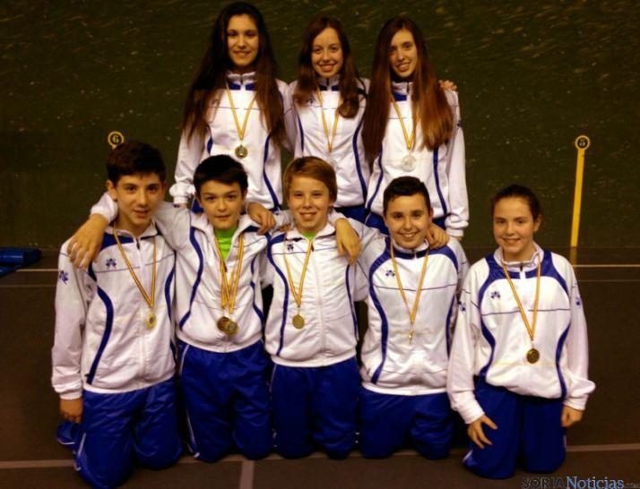 Los jugadores sorianos con sus medallas.