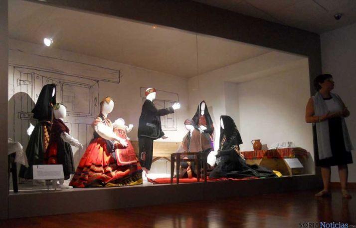 Una exposición en el Museo del Traje de Morón.