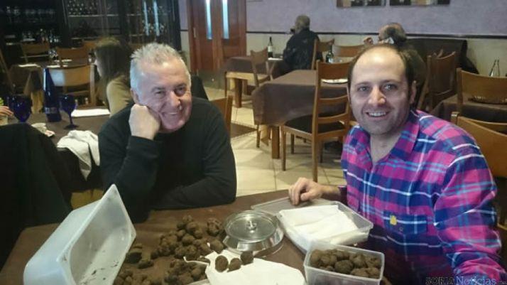 Víctor Manuel y Miguel Ángel con las trufas
