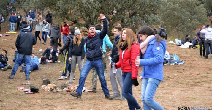 El monte de Los Royales es uno de los puntos de encuentro de los jóvenes