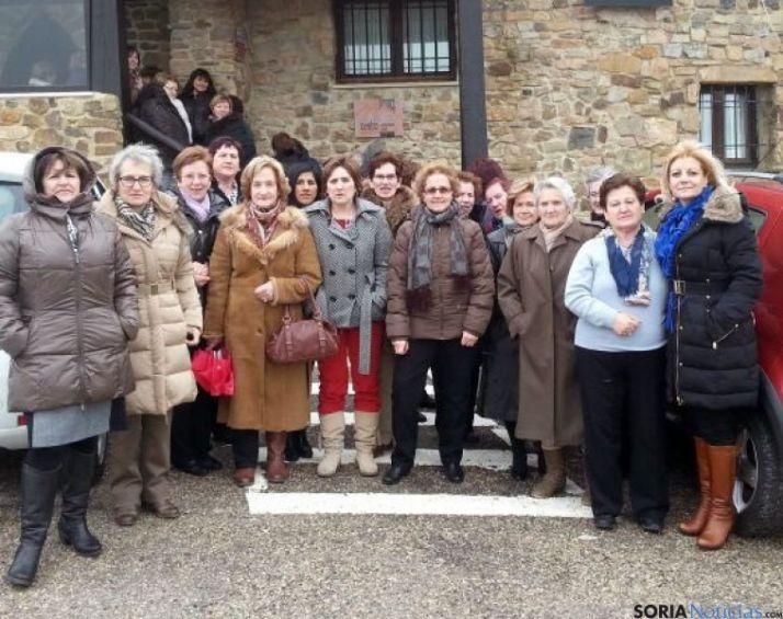 Grupo de mujeres de Tierras Altas con Ascensión Pérez