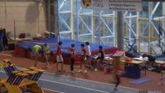 Jóvenes atletas en un entrenamiento del CAEP.